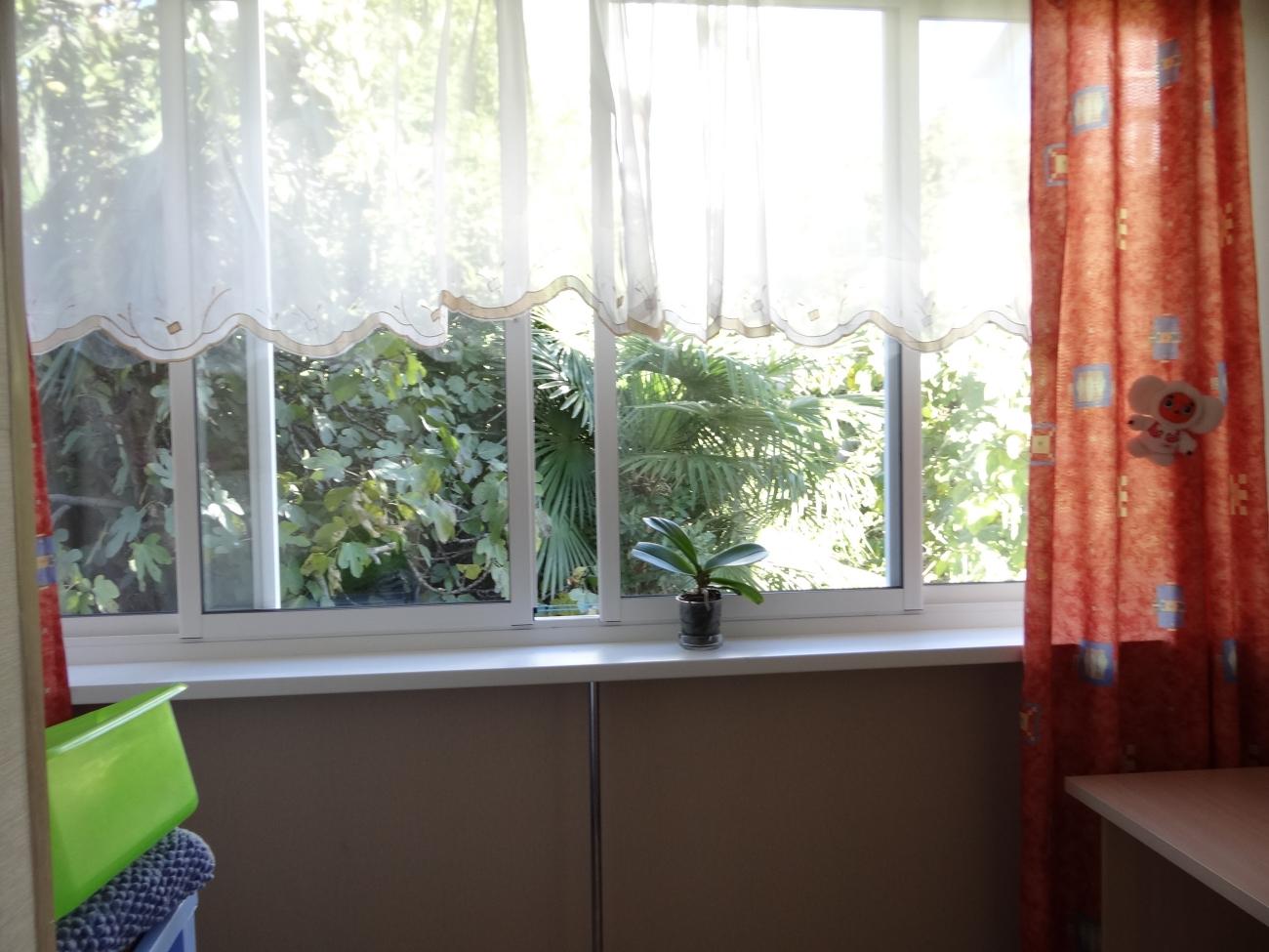 Остекление балкона раздвижными пластиковыми окнами видео..